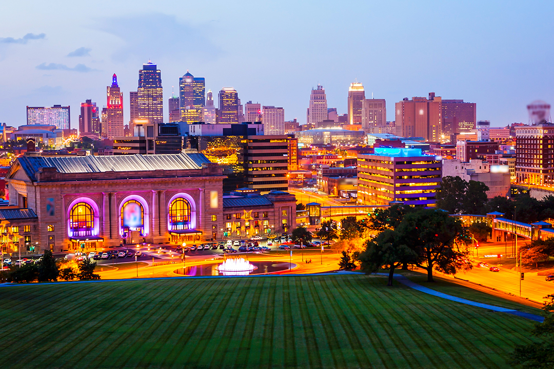 Kansas City, Missouri cityscape skyline as night falls over downtown