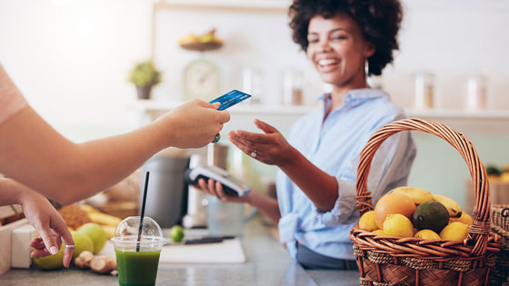 Member making purchase at smoothie bar with thier TFCU Visa Classic credit card.